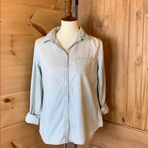 J.C. Penney light wash chambray shirt NWOT PM